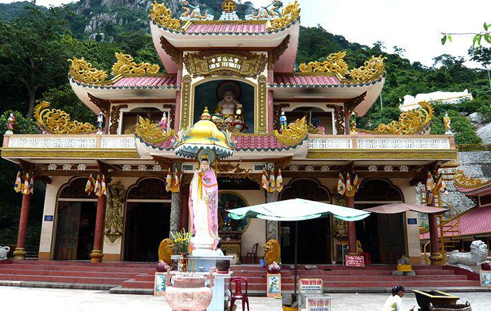 Top 10 chùa linh thiêng nên đi lễ đầu năm ở Việt Nam - Ảnh 3.