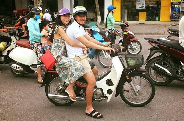 Lộ hình ảnh Công Vinh cùng Thuỷ Tiên đi hẹn hò trên xe Dream - Ảnh 4.