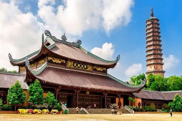 Top 10 chùa linh thiêng nên đi lễ đầu năm ở Việt Nam - Ảnh 11.