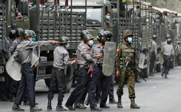 Mỹ trừng phạt 2 tướng Myanmar, dân biểu tình ngày càng sôi sục - Ảnh 1.