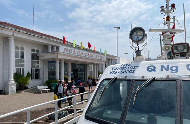 Quảng Ngãi: Cần chấn chỉnh thời gian xuất bến tùy hứng của tàu khách Lý Sơn  - Ảnh 1.