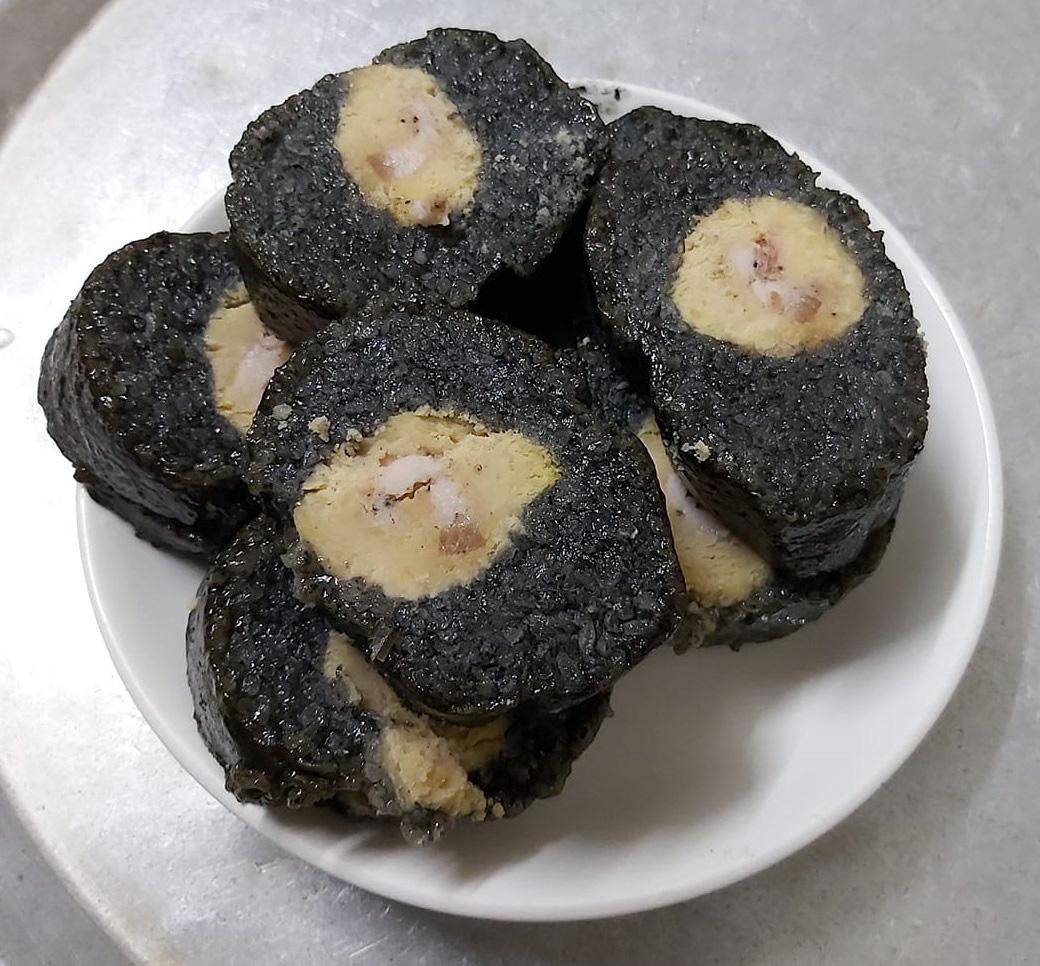 Lạ lùng món bánh chưng đen đặc sản... chọn vợ của trai tráng vùng cao - Ảnh 2.