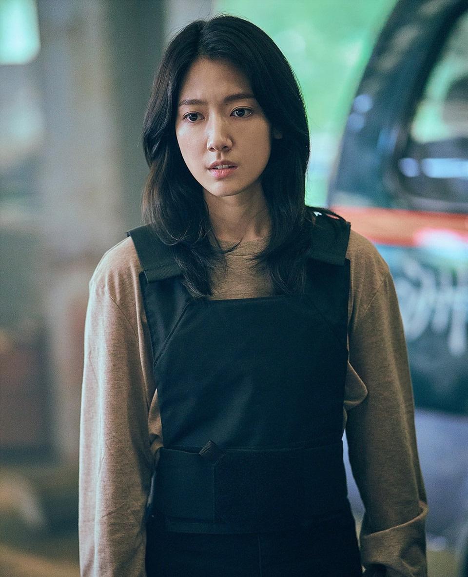 """""""Sisyphus: The Myth"""" vừa lên sóng, tạo hình của Park Shin Hye gây """"sốt"""" - Ảnh 2."""