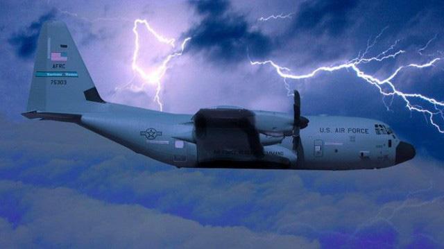 Cảm giác ra sao khi bay thẳng vào mắt của một cơn bão? - Ảnh 2.