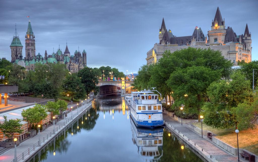 Sững sờ trước vẻ đẹp ngoạn mục của loạt kênh đào nổi tiếng trên thế giới - Ảnh 1.
