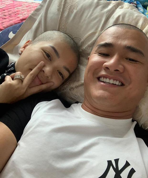 """""""Hoa hậu đông con nhất Việt Nam"""" cạo đầu mặc áo lam, nguyên nhân do đâu? - Ảnh 4."""