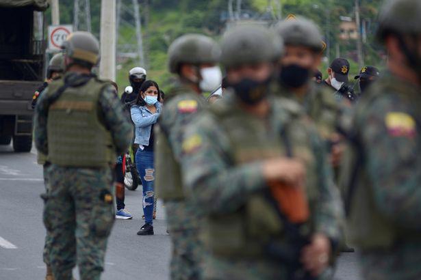 Ít nhất 67 người chết trong những cuộc tranh chấp quyền lực đẫm máu giữa các băng đảng ở nhà tù Ecuador - Ảnh 3.