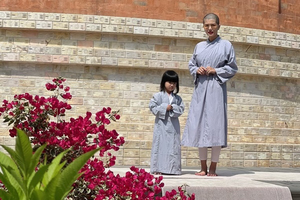 """""""Hoa hậu đông con nhất Việt Nam"""" cạo đầu mặc áo lam, nguyên nhân do đâu? - Ảnh 5."""