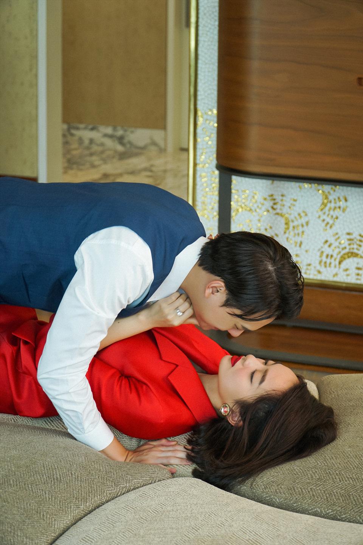 """5 cảnh nóng của """"mỹ nhân trăm tỷ"""" Kaity Nguyễn với bạn diễn nam nóng bỏng gây """"đỏ mặt"""" - Ảnh 3."""