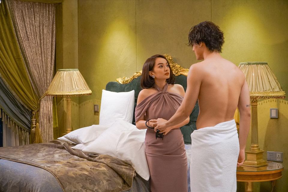 """5 cảnh nóng của """"mỹ nhân trăm tỷ"""" Kaity Nguyễn với bạn diễn nam nóng bỏng gây """"đỏ mặt"""" - Ảnh 4."""
