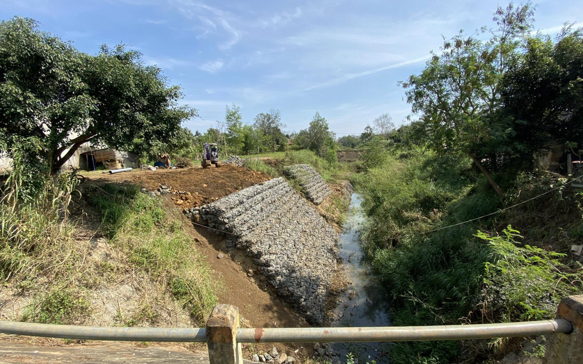 Đắk Lắk: Huyện Krông Pắk làm kênh dẫn nước tiền tỷ, thấp hơn mặt ruộng rồi… bỏ hoang