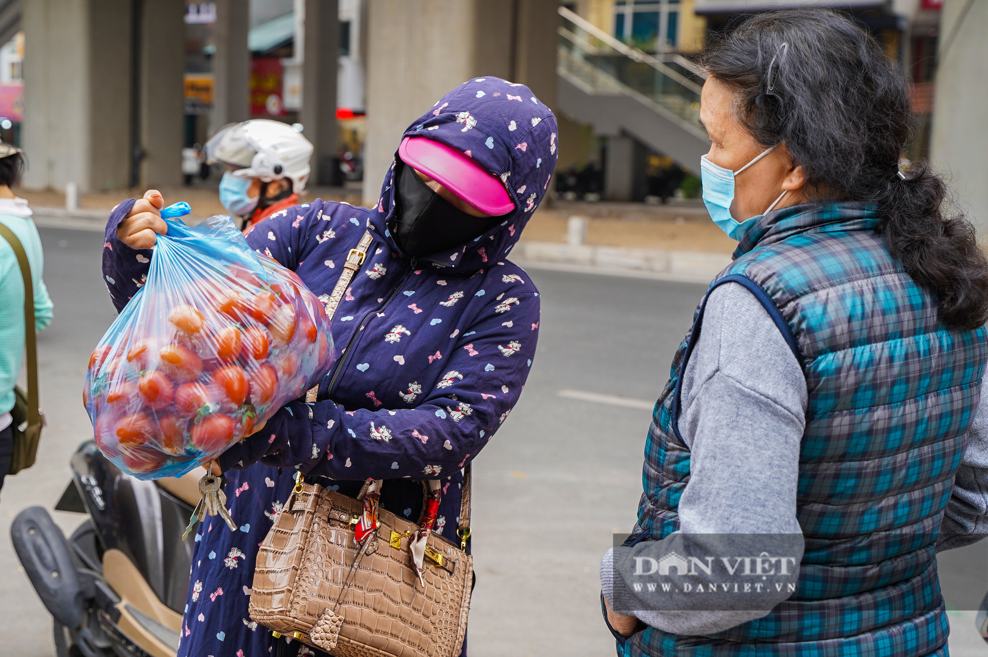 Hơn 4 tấn nông sản ở Mê Linh được giải cứu trong sáng nay - Ảnh 4.