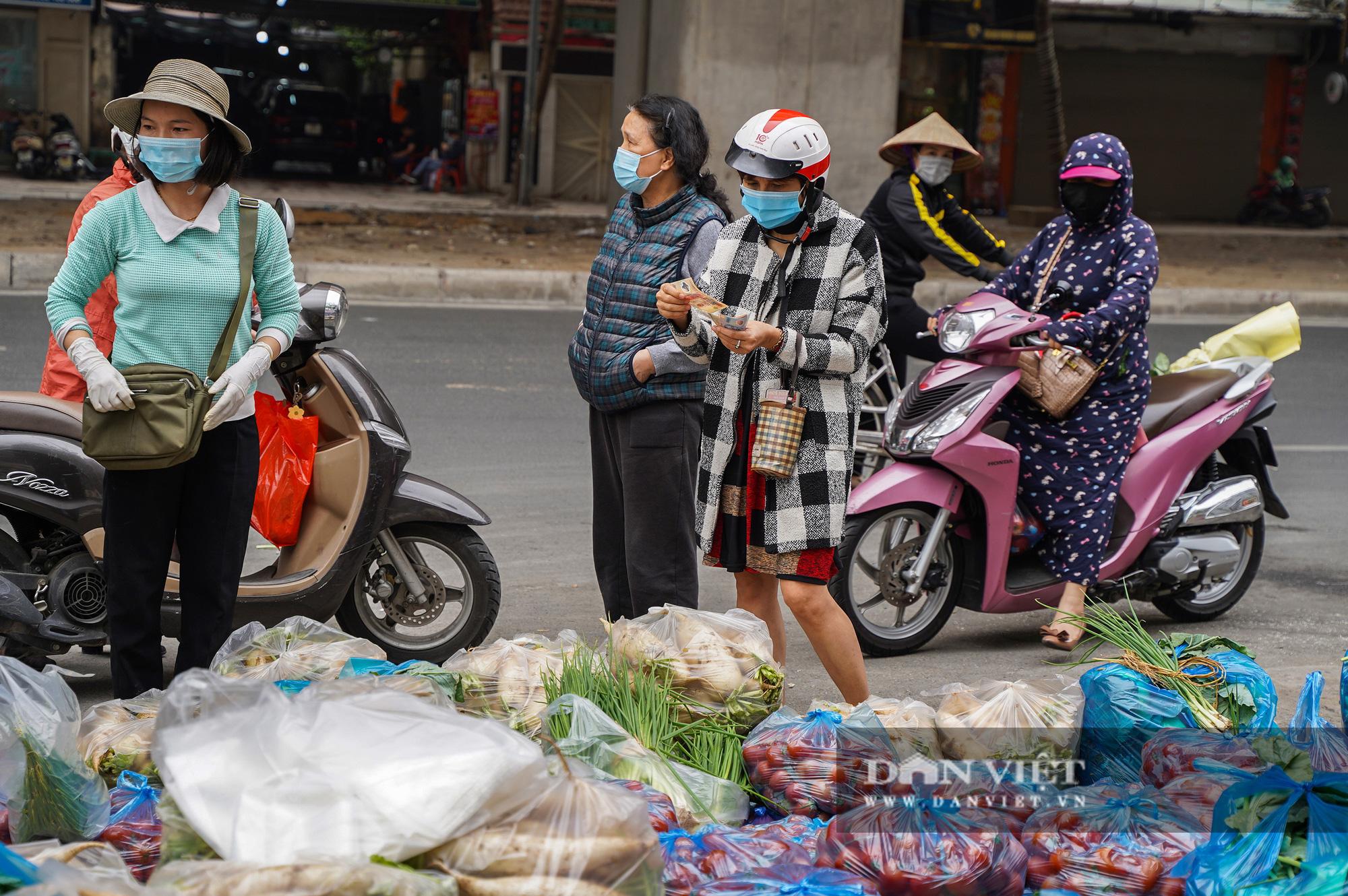 Hơn 4 tấn nông sản ở Mê Linh được giải cứu trong sáng nay - Ảnh 1.