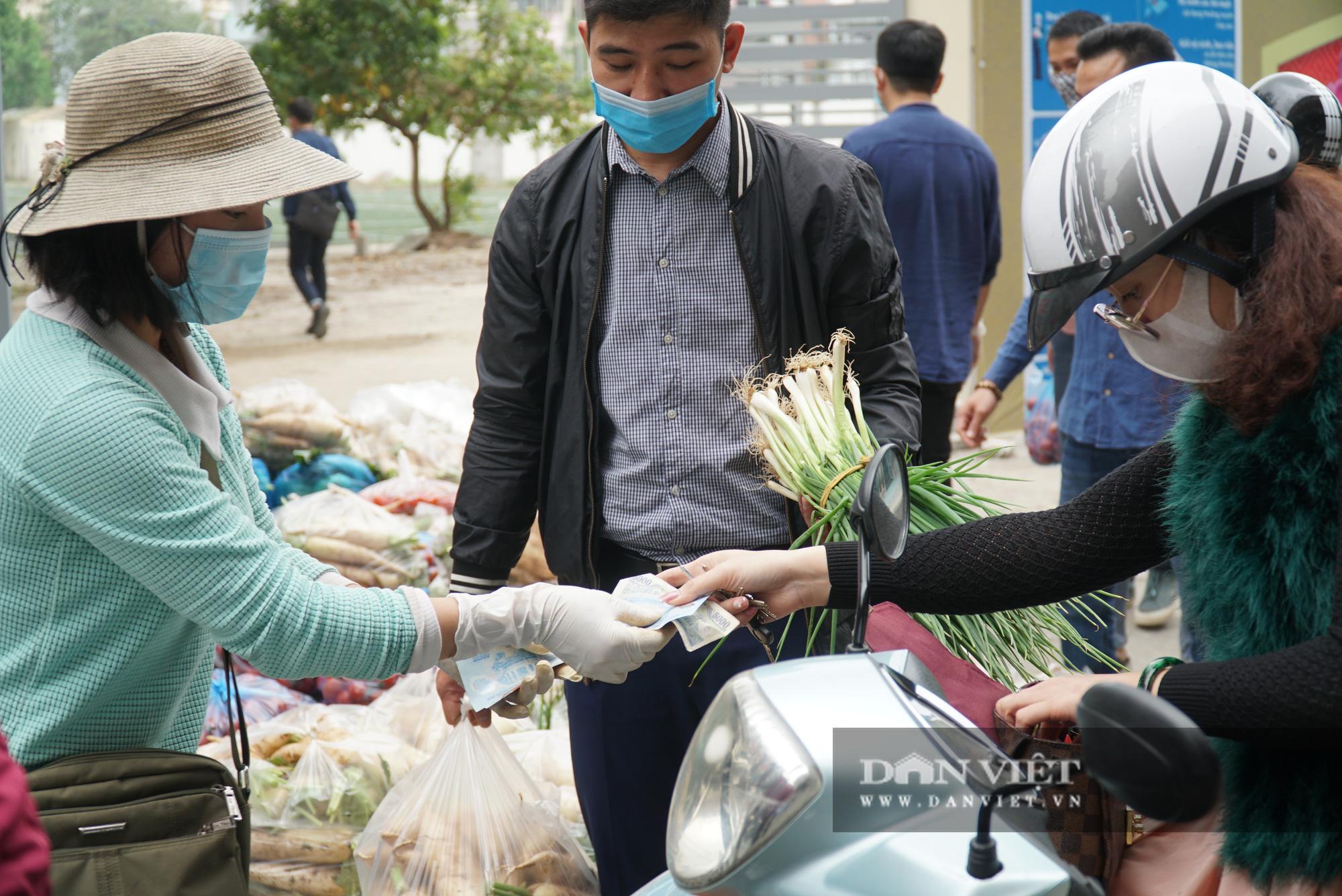Hơn 4 tấn nông sản ở Mê Linh được giải cứu trong sáng nay - Ảnh 10.