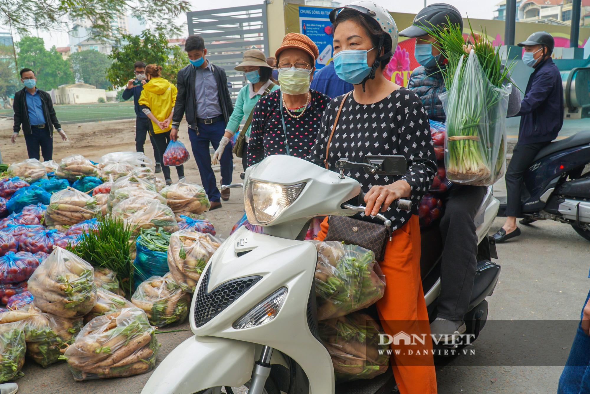 Hơn 4 tấn nông sản ở Mê Linh được giải cứu trong sáng nay - Ảnh 12.