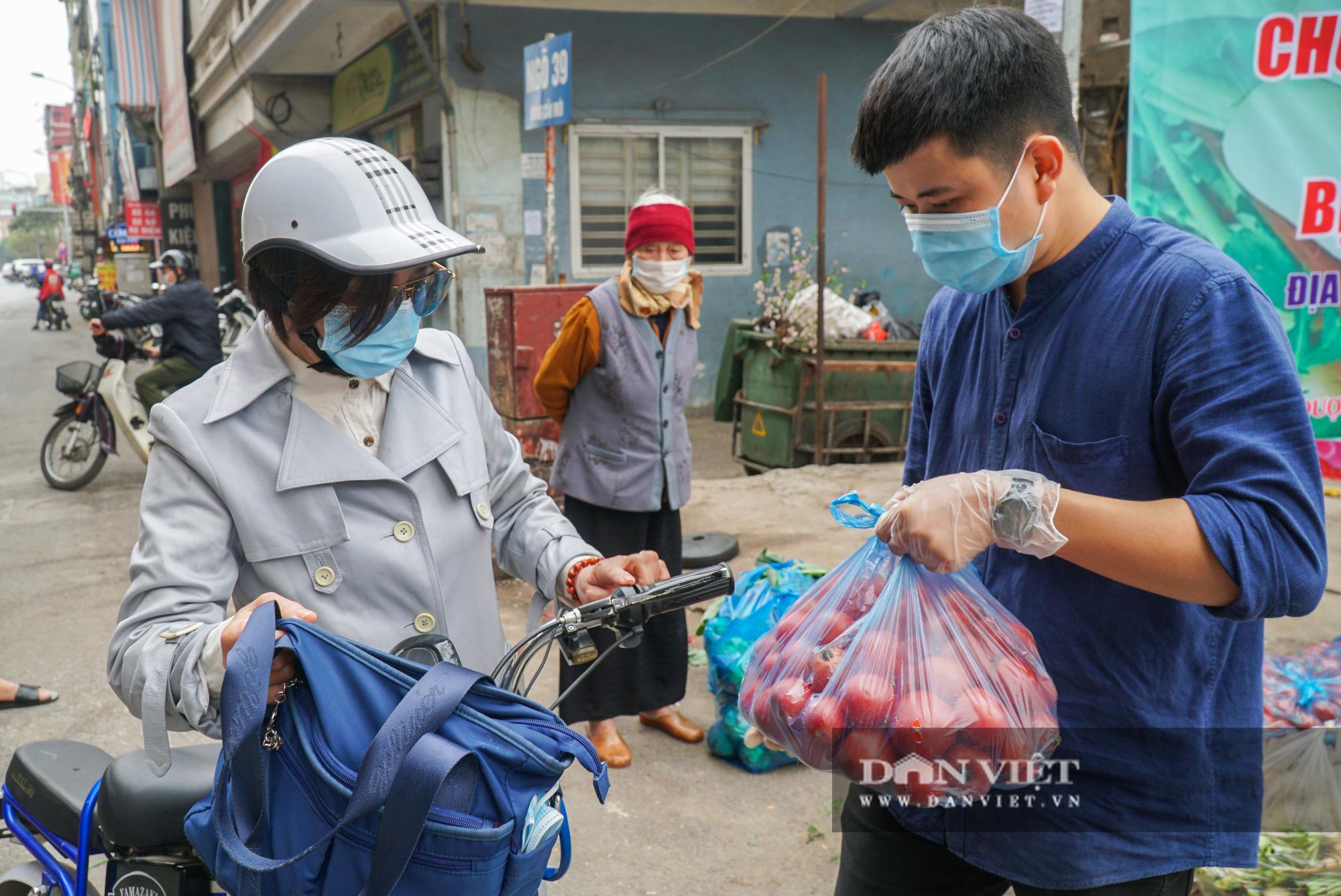 Hơn 4 tấn nông sản ở Mê Linh được giải cứu trong sáng nay - Ảnh 8.