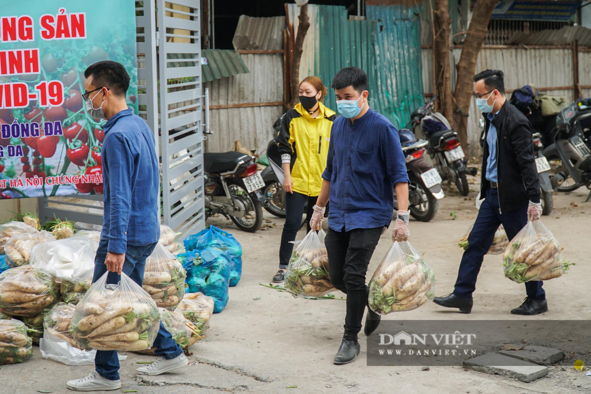 Hơn 4 tấn nông sản ở Mê Linh được giải cứu trong sáng nay - Ảnh 3.