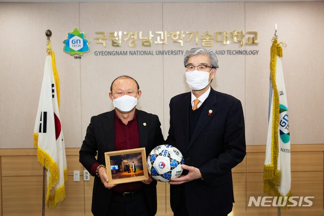 KFA đưa HLV Park Hang-seo tầm ngắm, HLV Lê Thụy Hải nói điều bất ngờ - Ảnh 3.