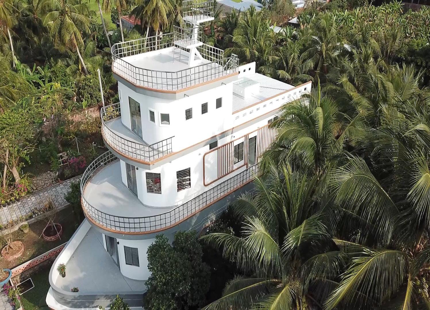Video: Độc lạ căn nhà giống du thuyền nổi bật nhất miền Tây - Ảnh 2.