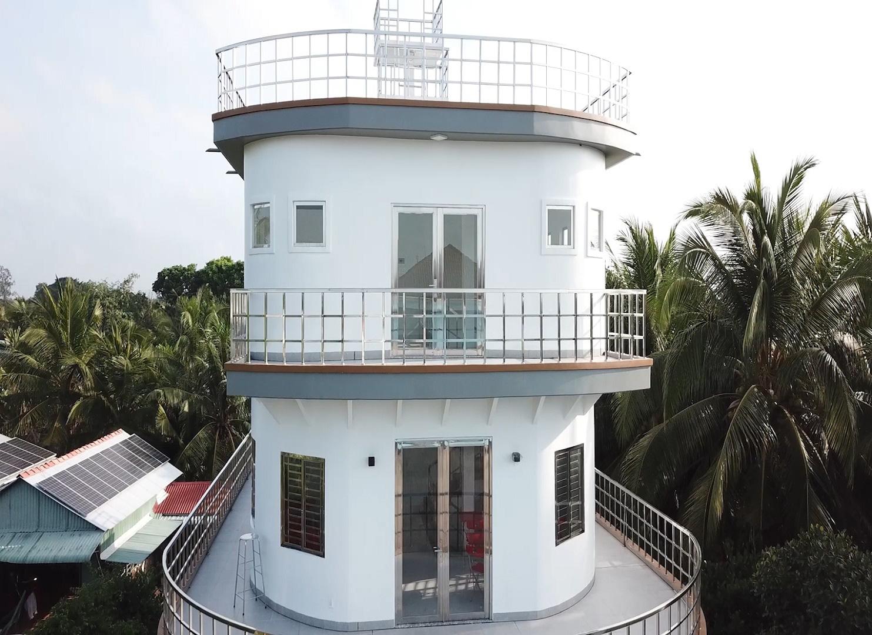 Video: Độc lạ căn nhà giống du thuyền nổi bật nhất miền Tây - Ảnh 7.