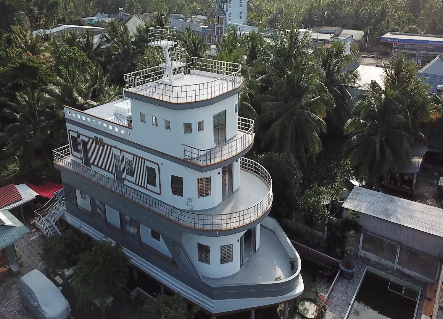 Video: Độc lạ căn nhà giống du thuyền nổi bật nhất miền Tây - Ảnh 3.