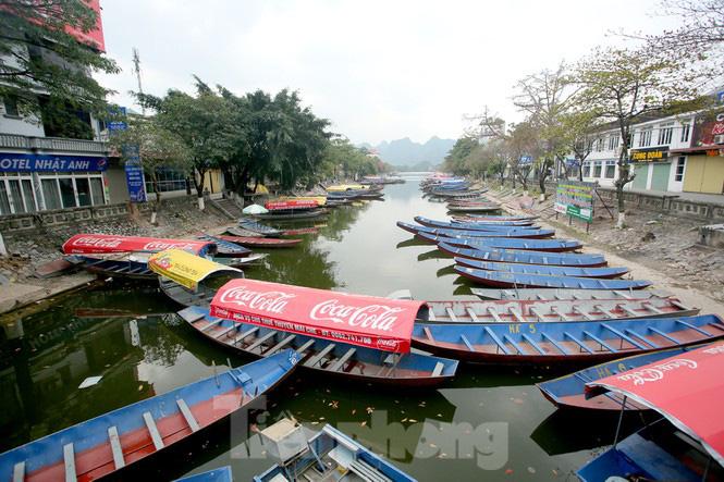 Hình ảnh khác lạ trên các con đường, bến thuyền dẫn vào chùa Hương - Ảnh 4.