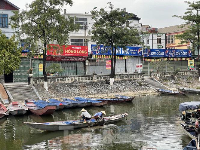 Hình ảnh khác lạ trên các con đường, bến thuyền dẫn vào chùa Hương - Ảnh 6.