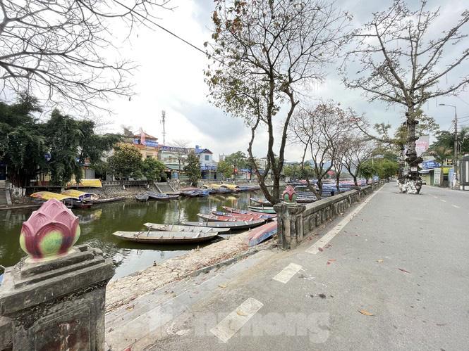 Hình ảnh khác lạ trên các con đường, bến thuyền dẫn vào chùa Hương - Ảnh 7.