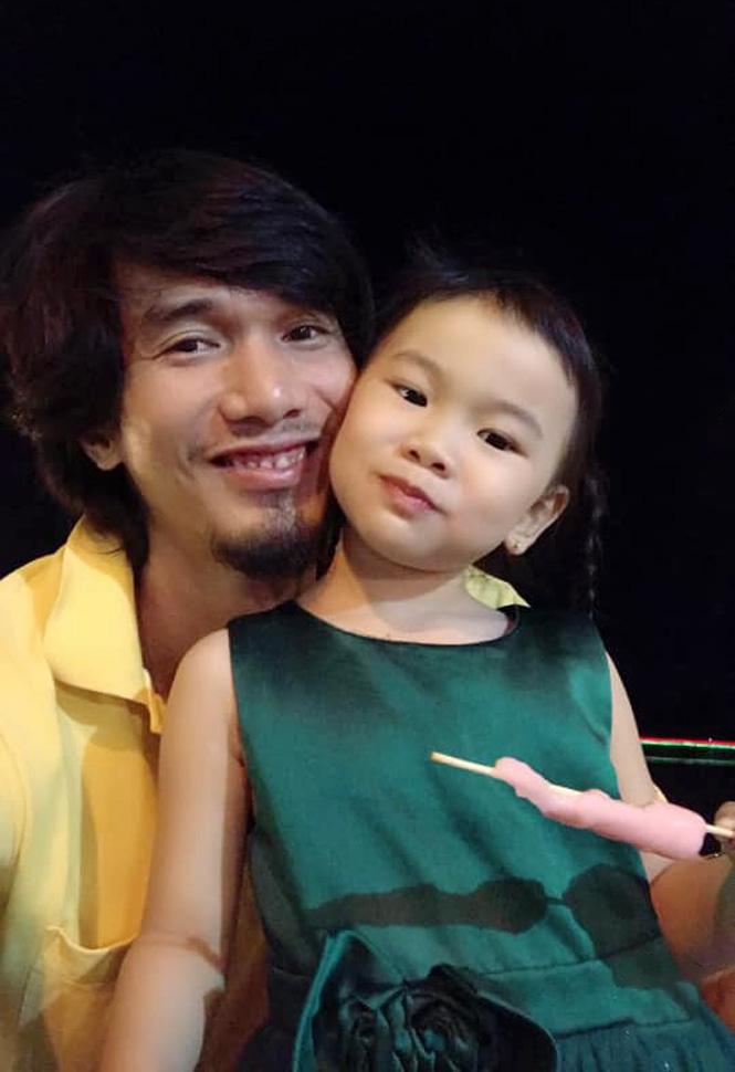 Con gái phụ công Nguyễn Hoàng Thương: Xinh xắn, tài năng, là MC tương lai - Ảnh 6.
