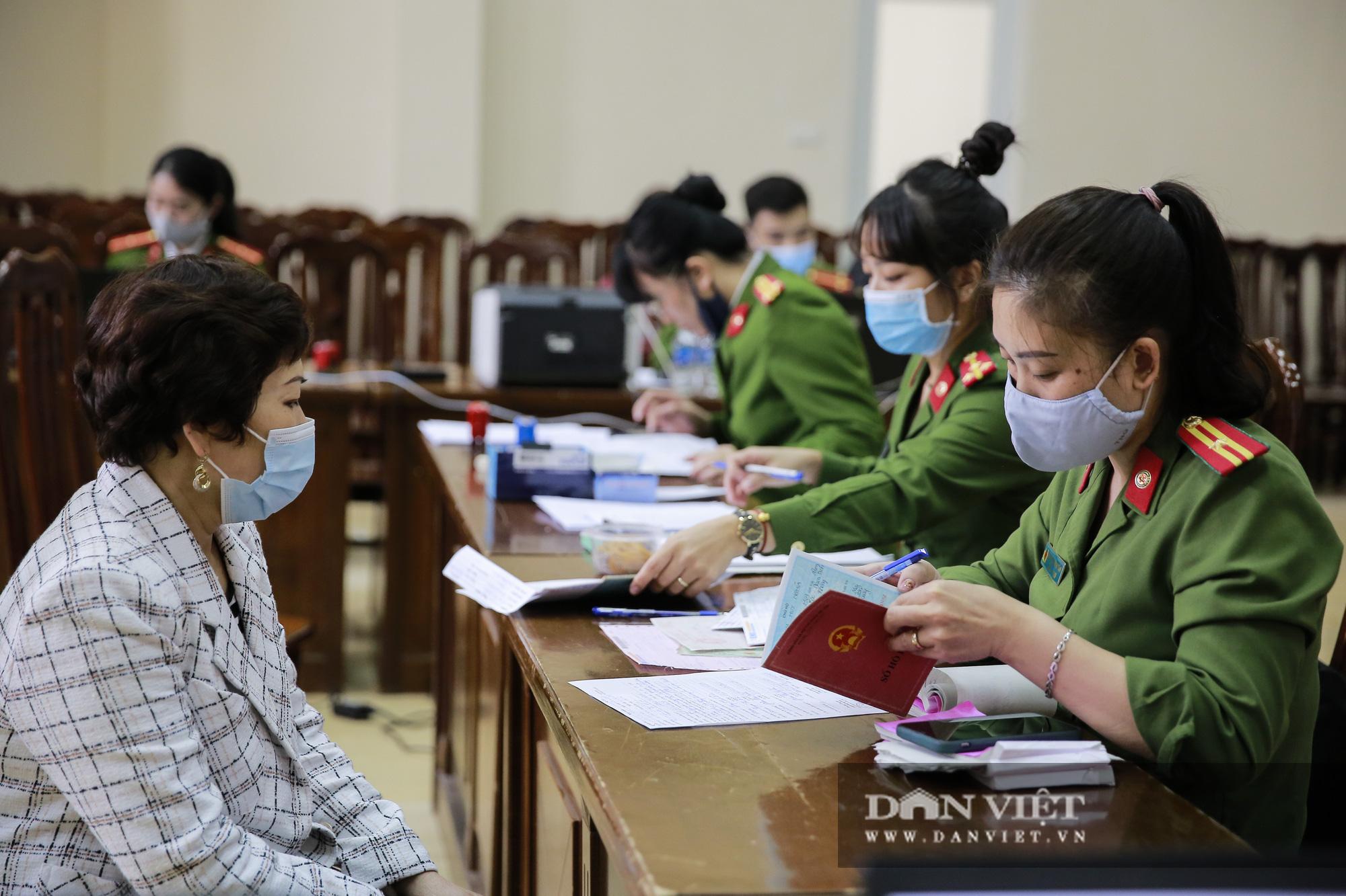 Mục sở thị quá trình cấp thẻ căn cước công dân gắn chíp lưu động tại Hà Nội - Ảnh 11.