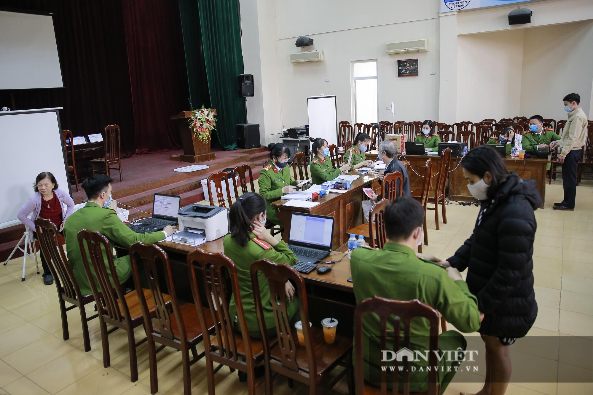Mục sở thị quá trình cấp thẻ căn cước công dân gắn chíp lưu động tại Hà Nội - Ảnh 13.