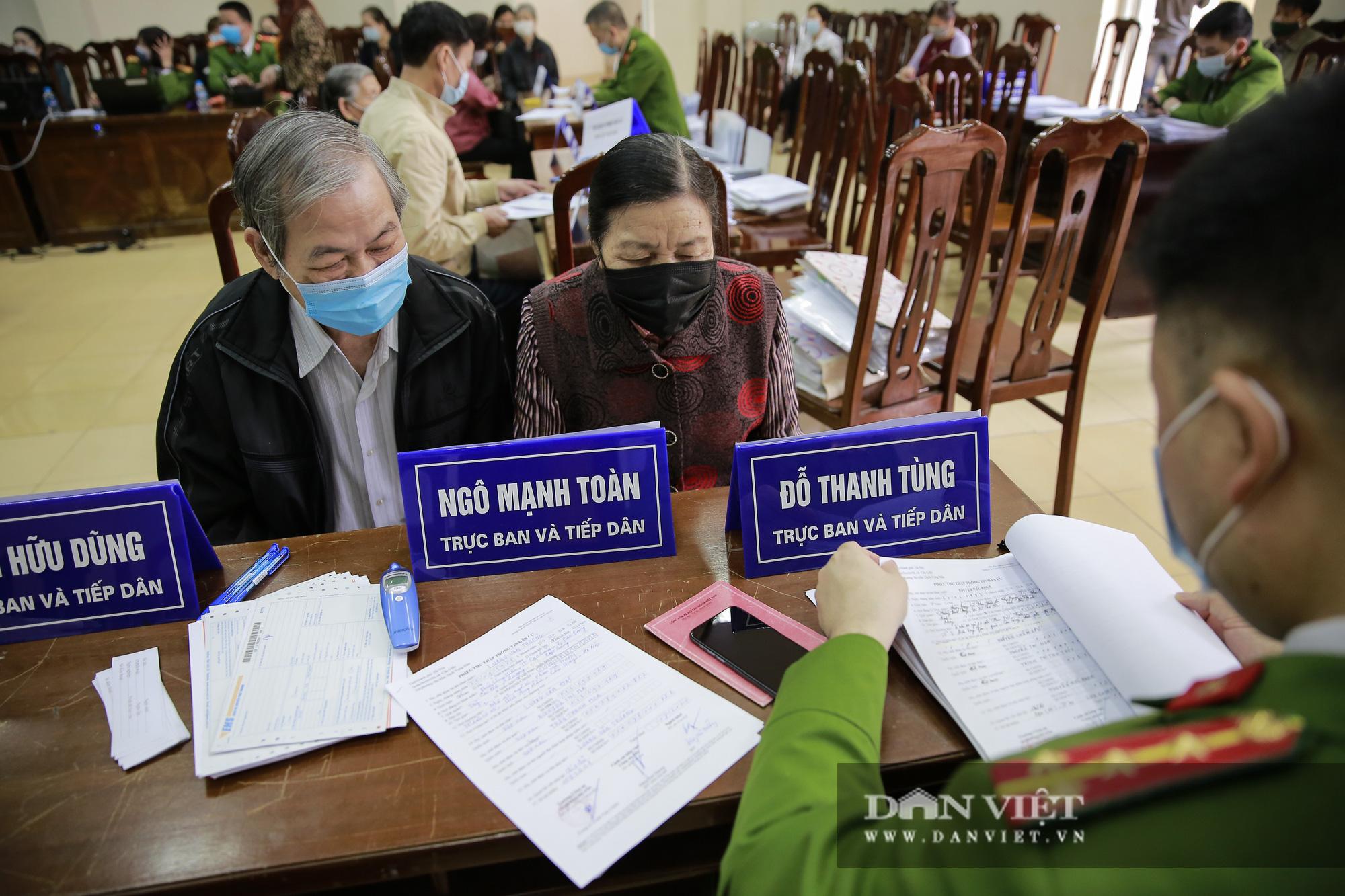 Mục sở thị quá trình cấp thẻ căn cước công dân gắn chíp lưu động tại Hà Nội - Ảnh 4.