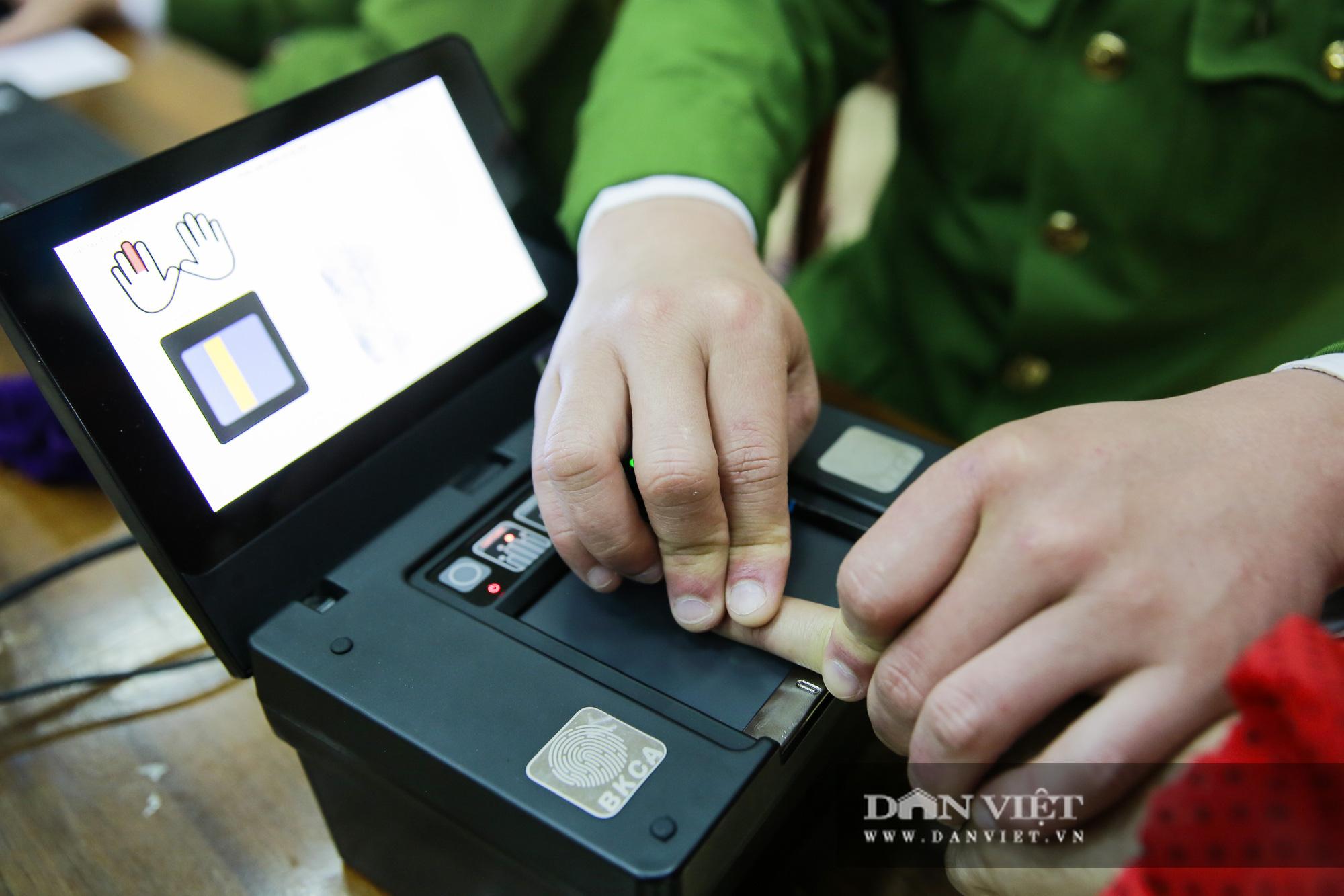 Mục sở thị quá trình cấp thẻ căn cước công dân gắn chíp lưu động tại Hà Nội - Ảnh 5.