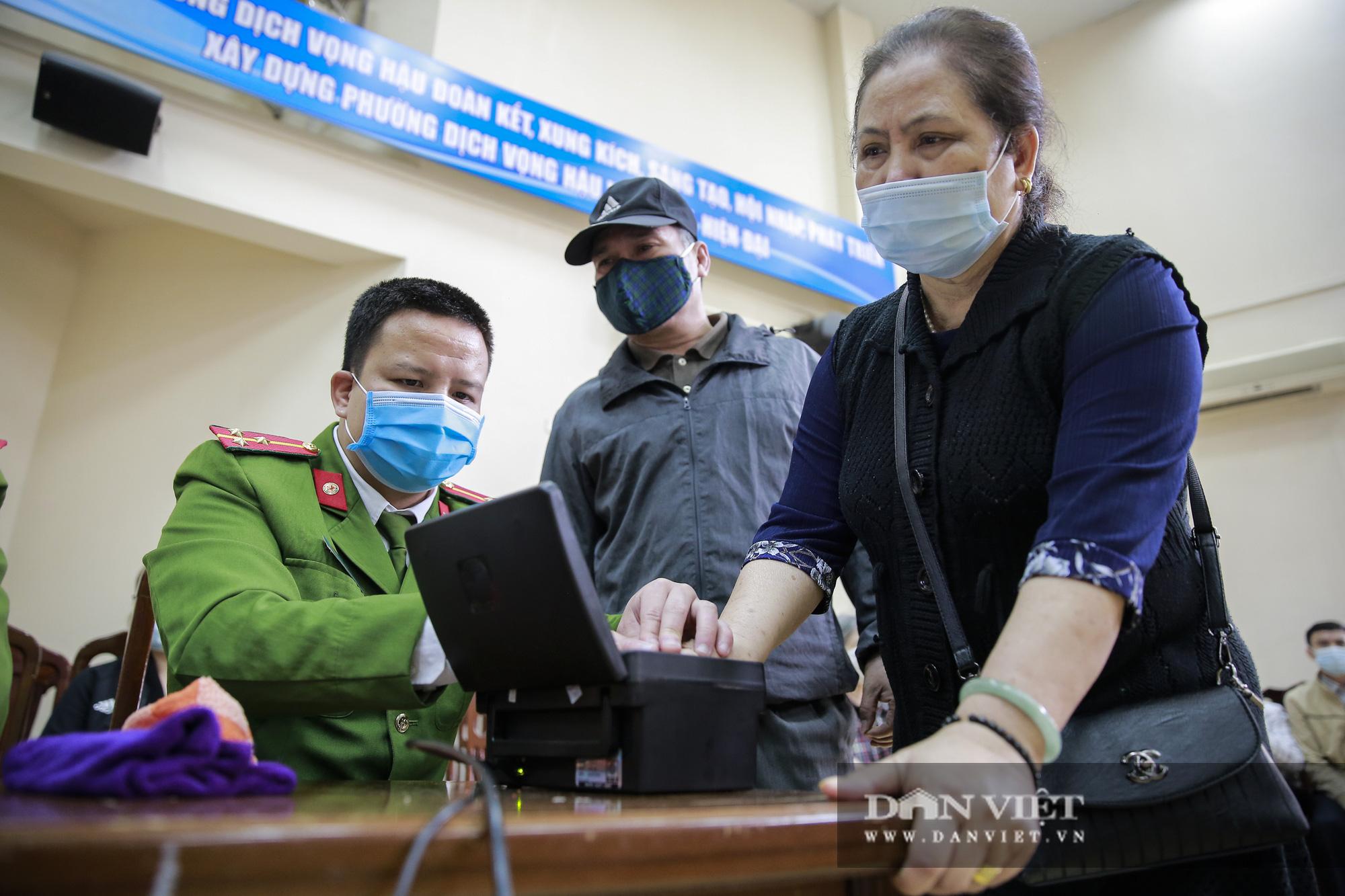 Mục sở thị quá trình cấp thẻ căn cước công dân gắn chíp lưu động tại Hà Nội - Ảnh 6.