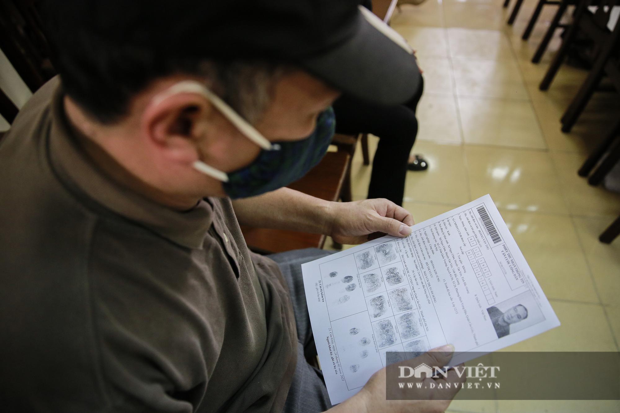 Mục sở thị quá trình cấp thẻ căn cước công dân gắn chíp lưu động tại Hà Nội - Ảnh 8.