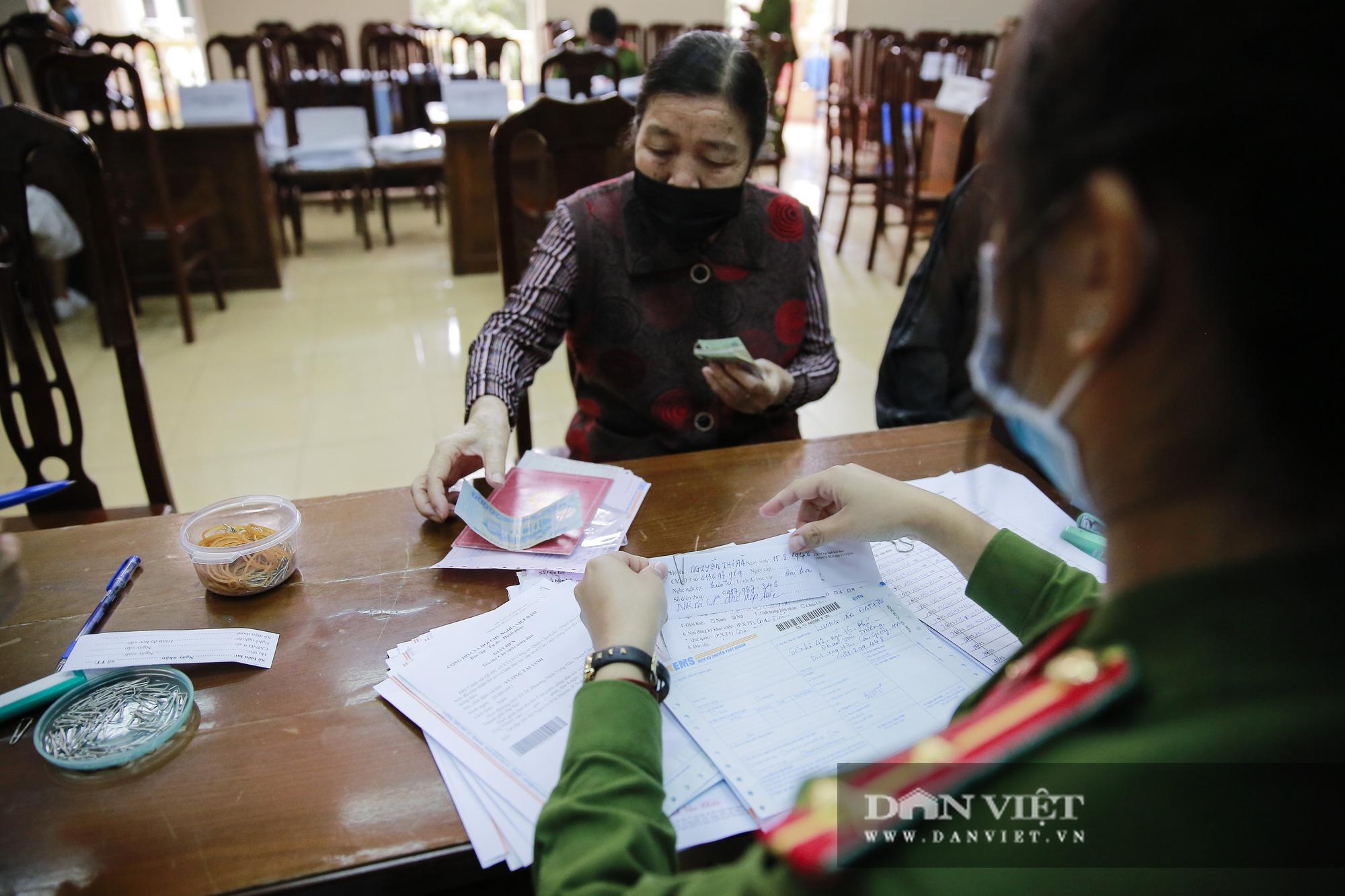 Mục sở thị quá trình cấp thẻ căn cước công dân gắn chíp lưu động tại Hà Nội - Ảnh 9.