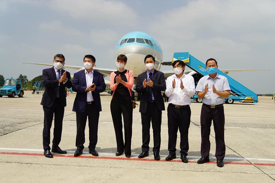 Bamboo Airways của tỷ phú Trịnh Văn Quyết chuẩn bị vận chuyển Vắc xin ngừa Covid-19 - Ảnh 1.