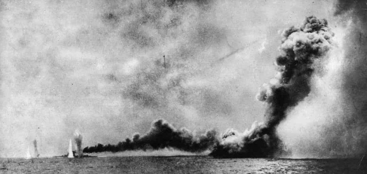 Top 10 trận chiến trên biển lớn nhất trong lịch sử thế giới - Ảnh 1.