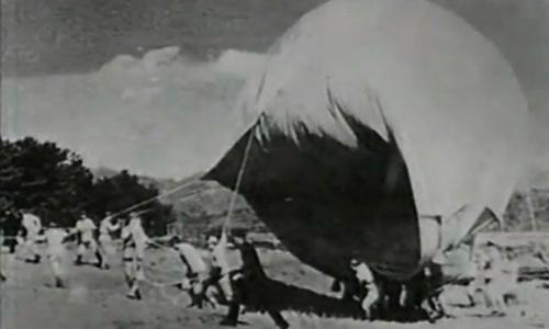 Bị phát xít Nhật dùng 9.000 quả bom khinh khí cầu oanh tạc, nước Mỹ kinh hoàng - Ảnh 1.