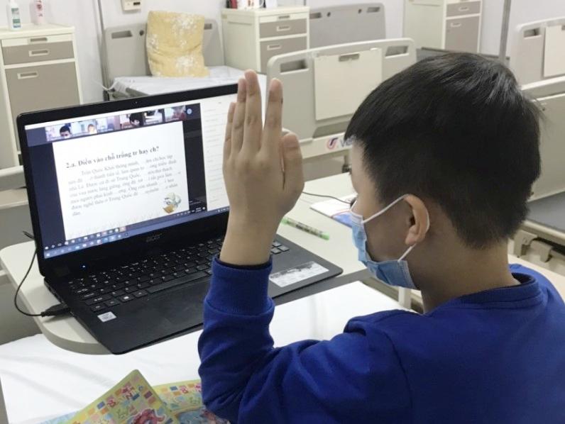 Sức khoẻ nam sinh lớp 3 trường Xuân Phương nhiễm Covid-19 giờ ra sao? - Ảnh 1.