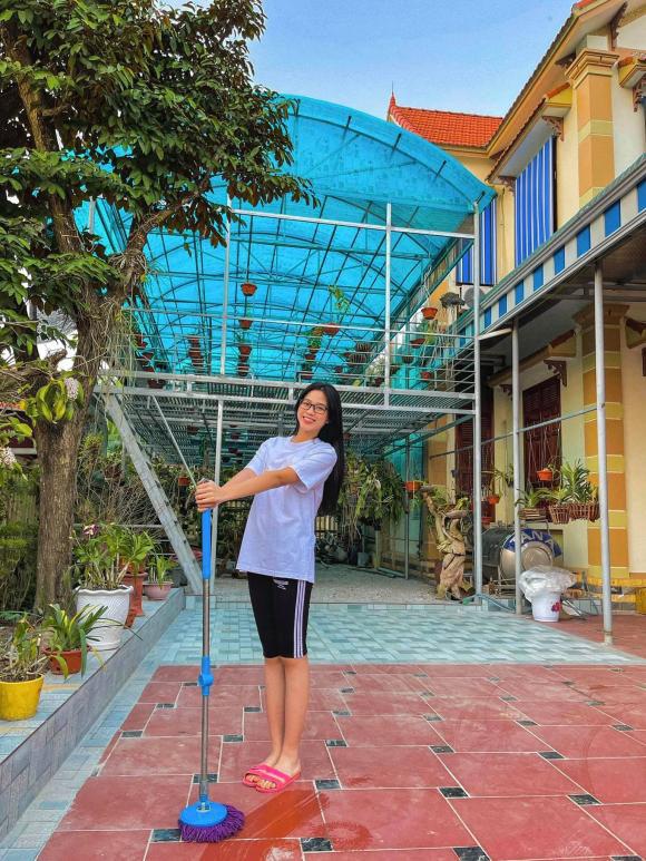 Phát ghen vì vườn rau xanh tốt um, hoa trái lủng lẳng của hoa hậu Việt Nam Đỗ Thị Hà - Ảnh 1.