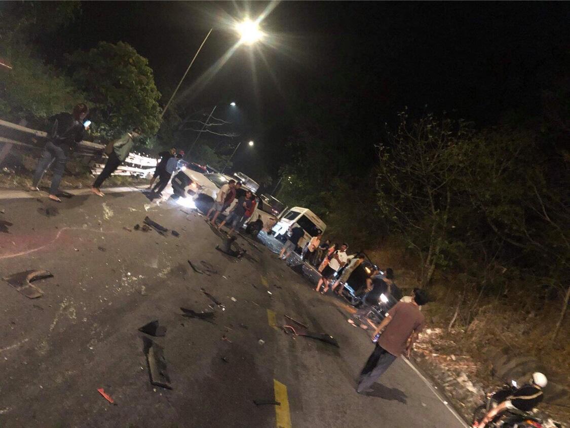 Xe container mất thắng gây tai nạn liên hoàn 6 ô tô trên đèo Bảo Lộc - Ảnh 1.