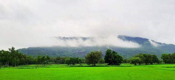 Lên đỉnh núi Cô Tô-1 trong 7 ngọn núi nổi tiếng nhất tỉnh An Giang sao lại thót tim, nín thở - Ảnh 1.