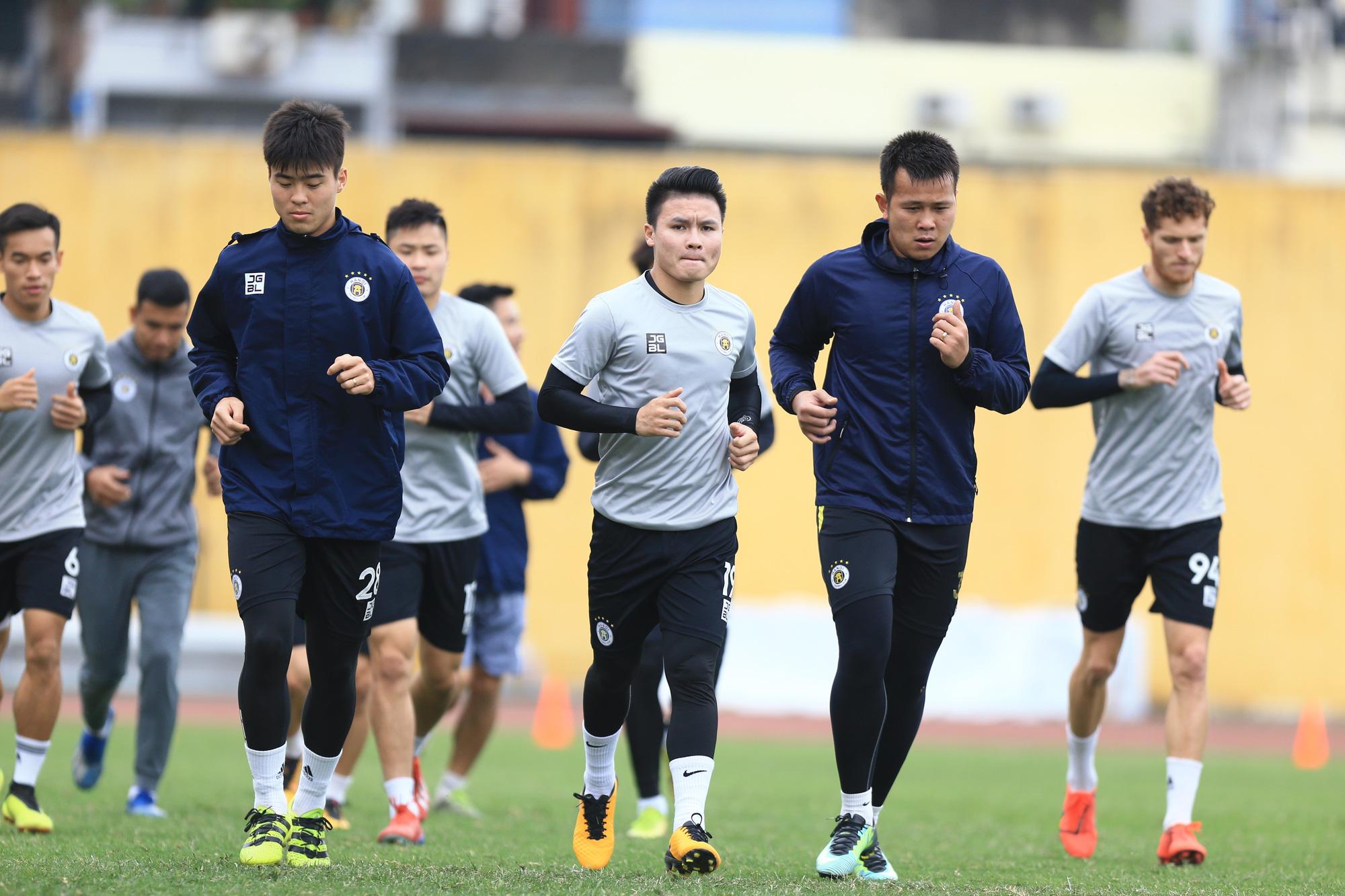 Quang Hải, Đình Trọng trêu đùa trong buổi tập CLB Hà Nội - Ảnh 11.