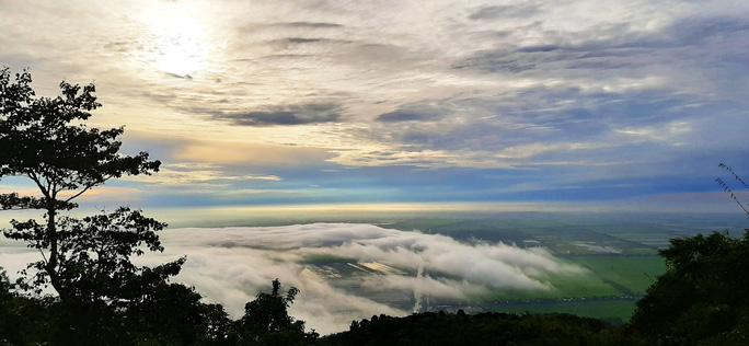 Lên đỉnh núi Cô Tô-1 trong 7 ngọn núi nổi tiếng nhất tỉnh An Giang sao lại thót tim, nín thở - Ảnh 7.