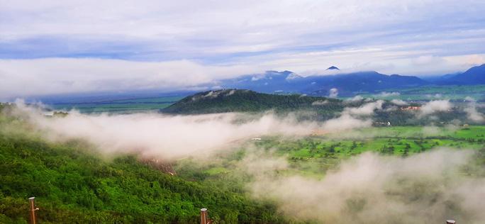 Lên đỉnh núi Cô Tô-1 trong 7 ngọn núi nổi tiếng nhất tỉnh An Giang sao lại thót tim, nín thở - Ảnh 3.