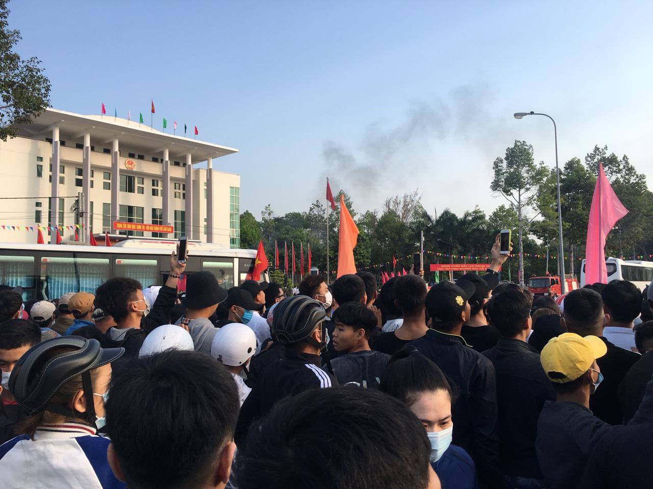 Xúc động giây phút tiễn 2.023 thanh niên Khánh Hòa lên đường nhập ngũ - Ảnh 8.