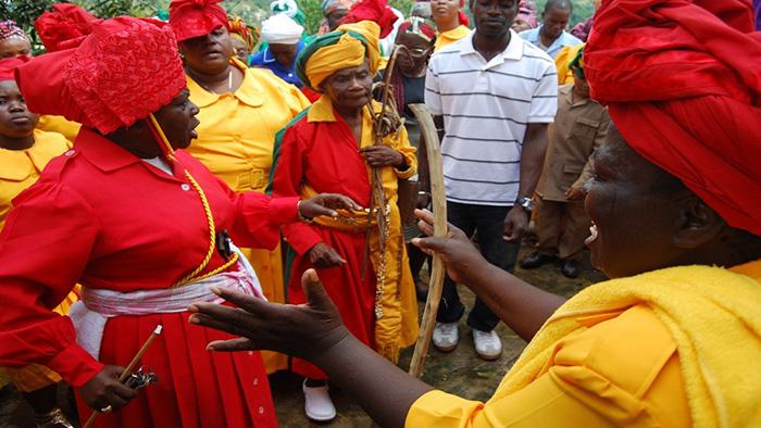 """Những nghi thức """"trò chuyện với tổ tiên"""" sôi động ở quốc đảo Jamaica - Ảnh 3."""
