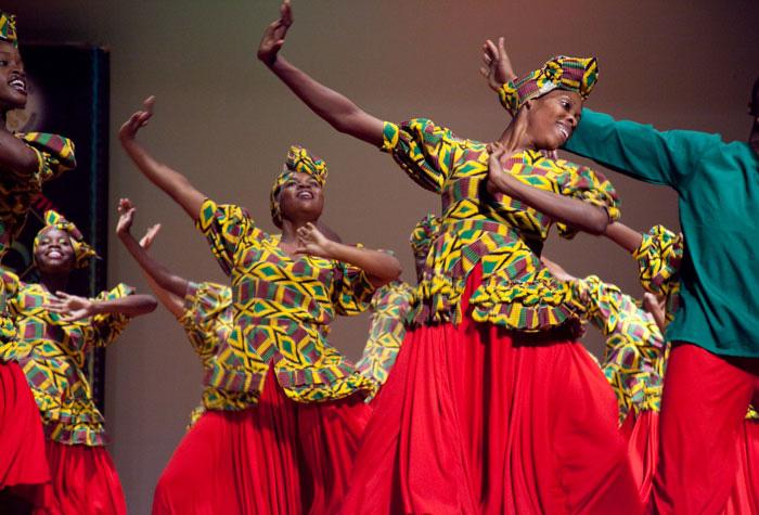 """Những nghi thức """"trò chuyện với tổ tiên"""" sôi động ở quốc đảo Jamaica - Ảnh 5."""