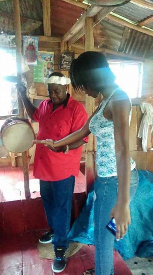 """Những nghi thức """"trò chuyện với tổ tiên"""" sôi động ở quốc đảo Jamaica - Ảnh 6."""